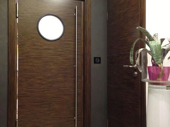 Menuiserie : installation de portes en bois Wenge Atoo